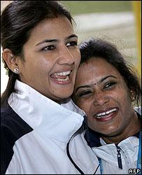 Sushma Rana (l) and Saroja Kumari (r) after winning gold at Commonwealth Games