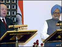 Russian PM Mikhail Fradkov and Indian PM Manmohan Singh