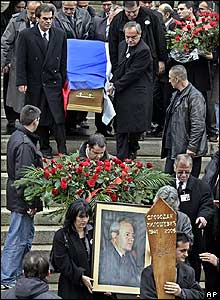 Mourners carry Slobodan Milosevic's coffin in Belgrade