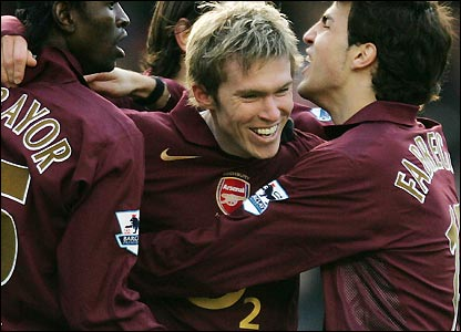 Aleksander Hleb celebrates his second goal of the season