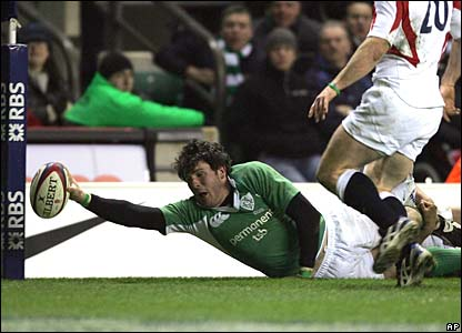 Shane Horgan scores the winning try at Twickenham