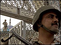 Iraqi soldiers guard a Sunni mosque 