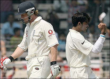 Paul Collingwood is dismissed by Sri Sreesanth