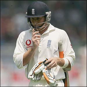 England's Geraint Jones returns to the pavilion