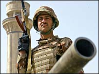 Iraqi soldier guards Baghdad Sunni mosque