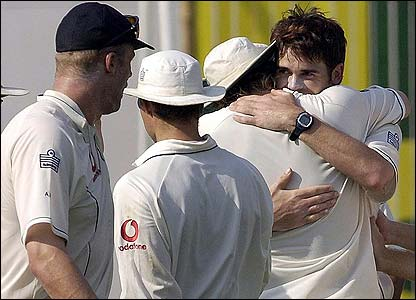 Anderson is congratulated after removing Tendulkar