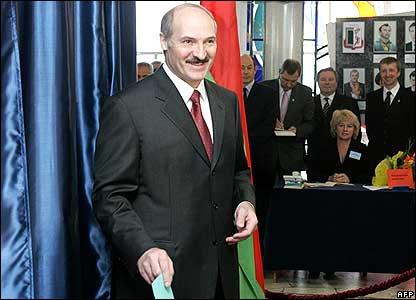 Alexander Lukashenko casting his ballot