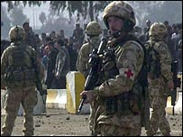 British troops face protesters in al Amarah