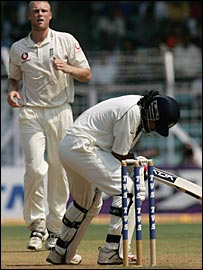 Dhoni is struck by a Flintoff bouncer