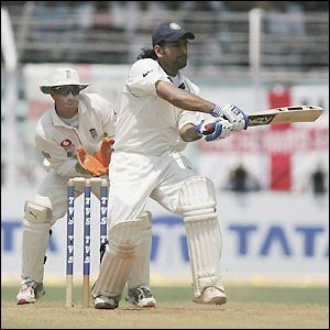 Mahendra Dhoni completes his second Test half century