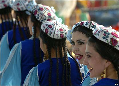 Women in traditional Uzbek costume in Tashkent