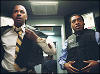 Denzel Washington (r) and Chiwetel Ejiofor in Inside Man