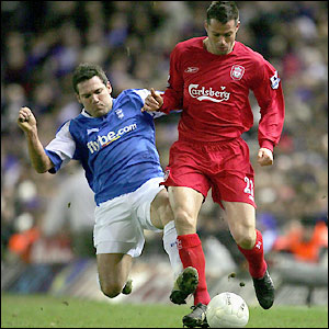 David Dunn tries to tackle Jamie Carragher