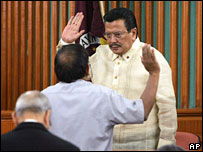 Joseph Estrada takes oath in court