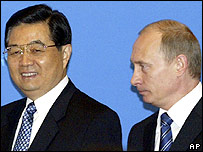 China's President Hu Jintao, left, and Russian President Vladimir Putin walk at the opening of a Chinese-Russian business forum in Beijing Wednesday, March 22, 2006.