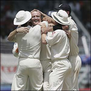 Shaun Udal claims the wicket of Sachin Tendulkar