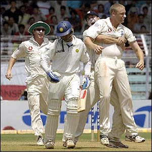 Flintoff celebrates removing Rahul Dravid