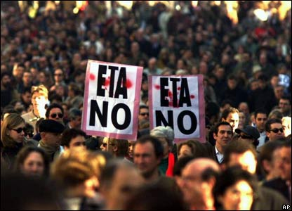 Spaniards demonstrate against Eta, January 2000