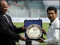 Tendulkar receives a trophy