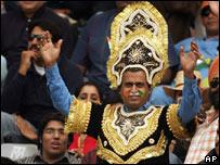 Indian cricket fan applauds as Tendulkar takes a wicket