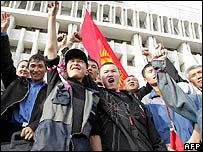 Kyrgyz opposition supporters celebrates in front of the presidential palace in Bishkek, 24 March 2005, after seizing it.