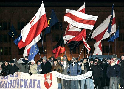 Belarus opposition supporters waving flags