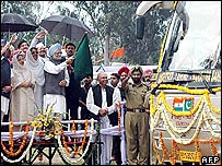 Manmohan Singh at the ceremony in Amritsar commemorating the launch of new bus service
