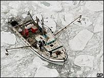 Barco pesquero en el Golfo de St Lawrence, Canadá.