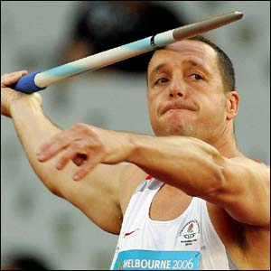 Nick Nieland on his way to javelin gold