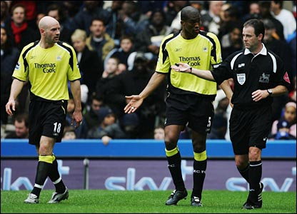 Sylvain Distin is sent off while Danny Mills (l) looks on