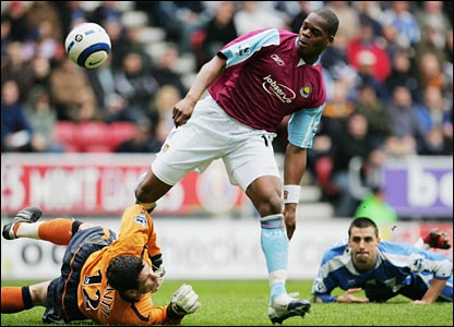 Marlon Harewood beats Wigan goalkeeper Mike Pollitt to make it 1-1