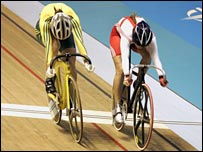 Victoria Pendleton (right) pips Anna Meares in the women'ssprint