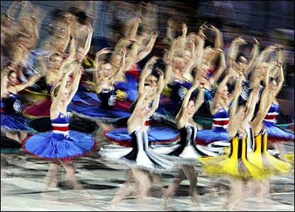 Ballerinas perform at the closing ceremony