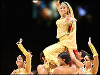 Aishwarya Rai takes part in a Bollywood routine in the closing ceremony in Melbourne
