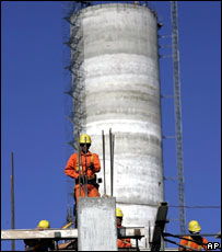 Uruguayan builders working on the construction of a pulp mill