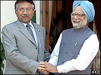 Pakistani President Pervez Musharraf and Indian PM Manmohan Singh
