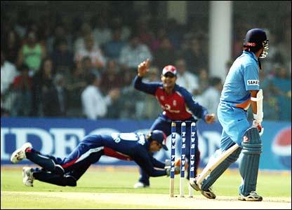 England's Geraint Jones catches Gautam Gambhir