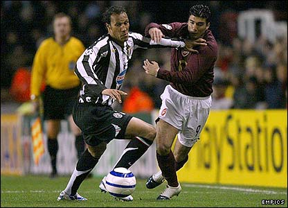 Jonathan Zebina tangles with Arsenal's Jose Antonio Reyes
