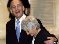 Ehud Olmert, líder de Kadima, y su esposa