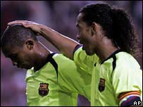 Barcelona's Samuel Eto'o is consoled by Ronaldinho