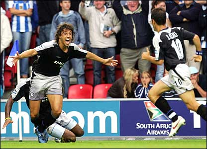Chelsea's Hernan Crespo celebrates a late winner against Wigan at the JJB Stadium