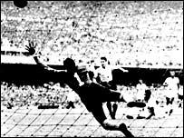 Juan Alberto Schiaffino scores for Uruguay