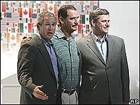 (l-r) US President George W Bush, Mexican President Vicente Fox and Canadian Prime Minister Stephen Harper