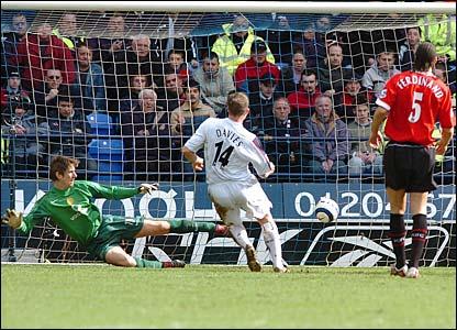 Kevin Davies slots the ball past Edwin van der Sar