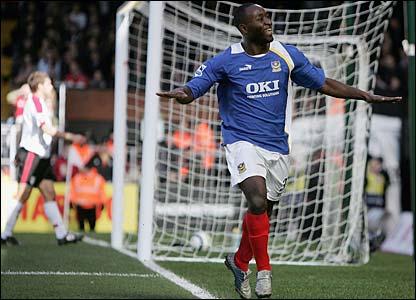 Lomana Tresor LuaLua celebrates his goal