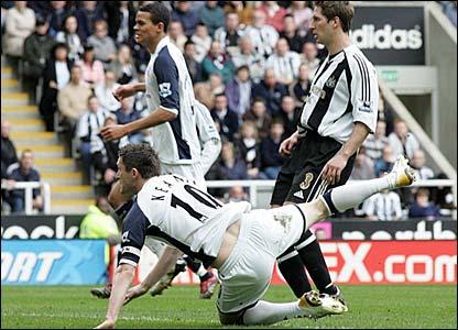 Robbie Keane scores for Spurs