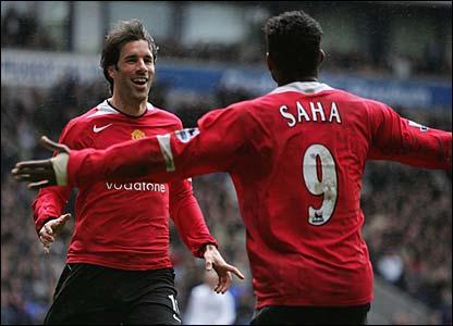 Ruud van Nistelrooy and Louis Saha celebrate