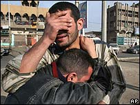 Relatives of a Mehdi army fighter weep after hearing of his death