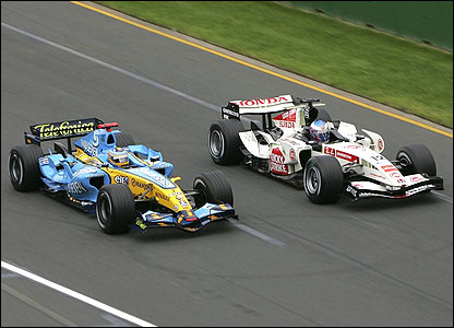 Fernando Alonso takes the lead of the Australian Grand Prix