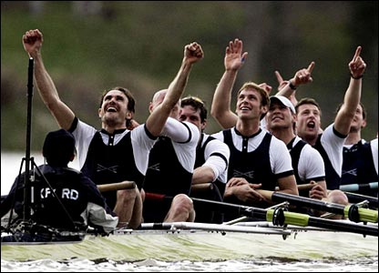 Despite being the pre-race underdogs, Oxford maintain their advantage in tricky conditions to emerge victorious at the finish of the 2006 University Boat Race.